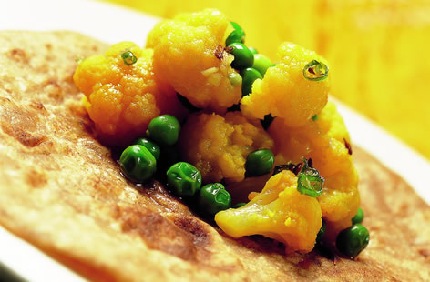 Cauliflower with green peas