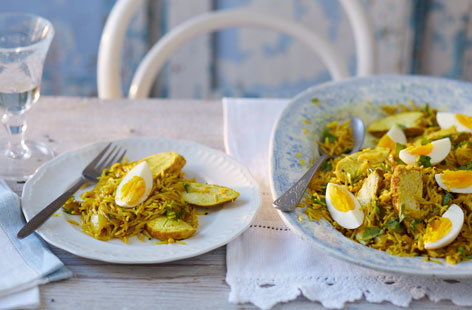 Swap out the fish for juicy chicken in this hearty Indian classic kedgeree brunch