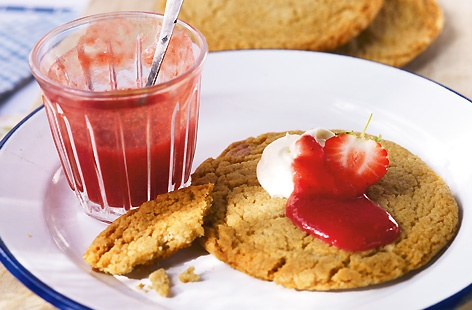 Cornish Fairings with Strawberry Coulis hero