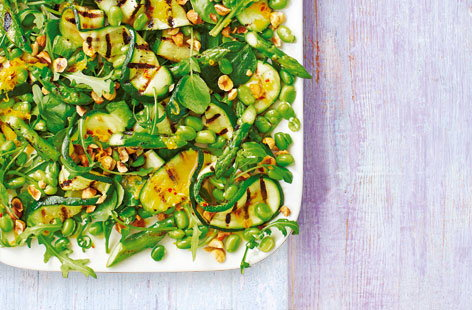 Courgette, asparagus and hazelnut salad (T)