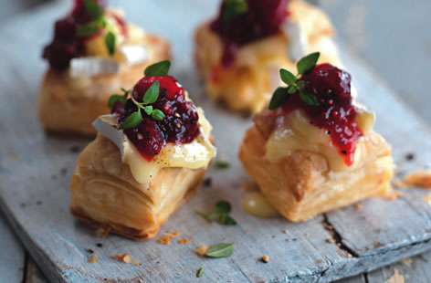 Camembert baked with cranberries tesco real food for Puff pastry canape