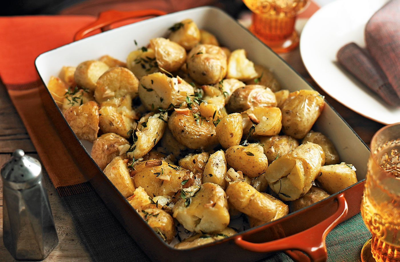 Crispy potatoes with garlic and thyme