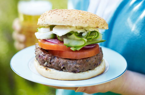 Cumin burger with cucumber, feta and tomato HERO