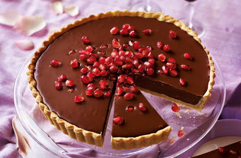 Dark chocolate and pomegranate tart (T)