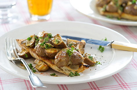 Devilled lambs kidneys with mushrooms