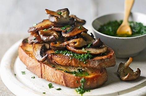 Garlic mushroom bruschetta with pesto recipe