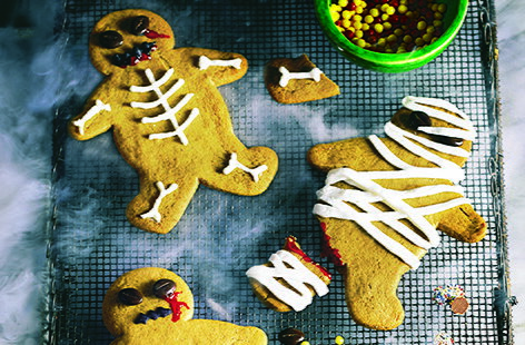 These spooktacular gingerbread zombies are ghoulishly good and terrifyingly tasty. The little ones will love creating their very own scary monsters and with this easy Halloween recipe your party's sure to be a scream