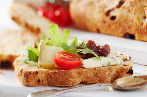 Gluten-free white bread with sundried tomatoes