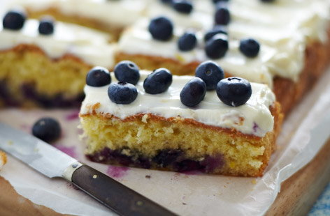 Blueberry traybake with lemon icing