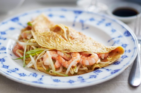Chinese-style omelette with prawns and bean sprouts recipe