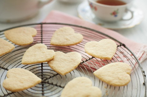 Gluten-free almond shortbread biscuits