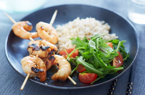 King prawn skewers with honey and garlic