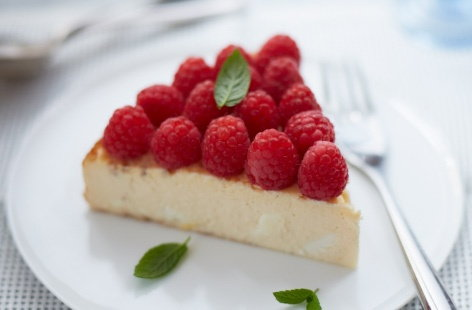 Lemon cheesecake with raspberries  recipe