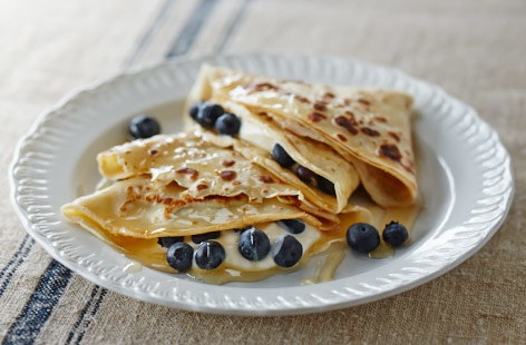 Oatmeal, honey and blueberry crêpes