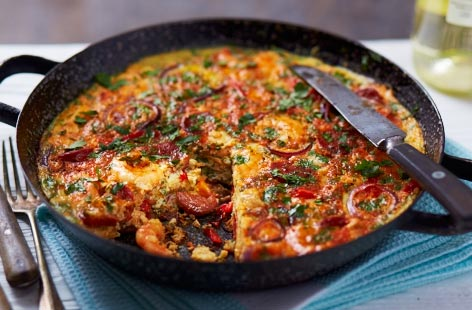 Enjoy the delicious surf and turf flavours of paella, but in frittata form. The piquant chorizo, juicy prawns, sweet peppers and spices are a natural flavour match with chicken. Serve with a simple green salad.