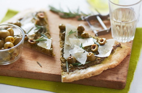 Rosemary, olive and pesto pizza