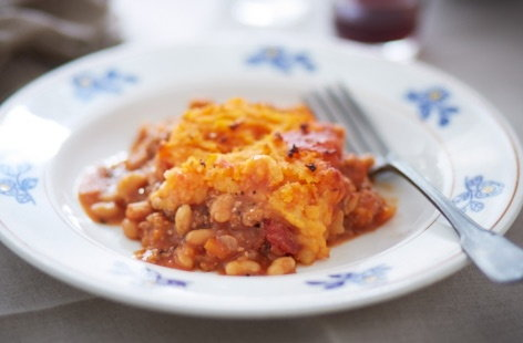 Shepherd's pie with baked beans and sweet potato mash | Tesco Real ...