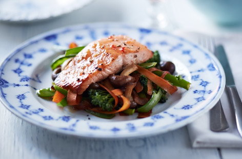 Sweet chilli salmon with stir fry vegetables