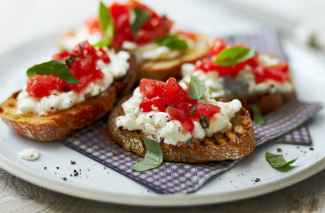 Tomato crostini topped with cottage cheese tesco real food for Canape bases ideas