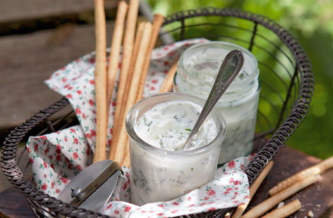 Herb and green chilli yogurt dip THUMB