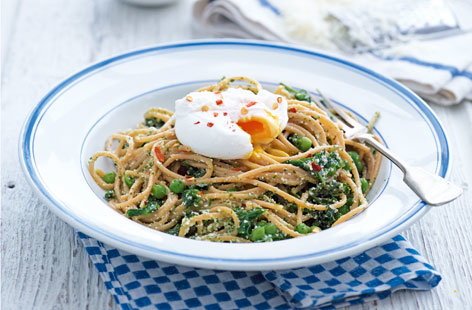 Wholewheat spaghetti with kale pesto, ricotta and poached egg