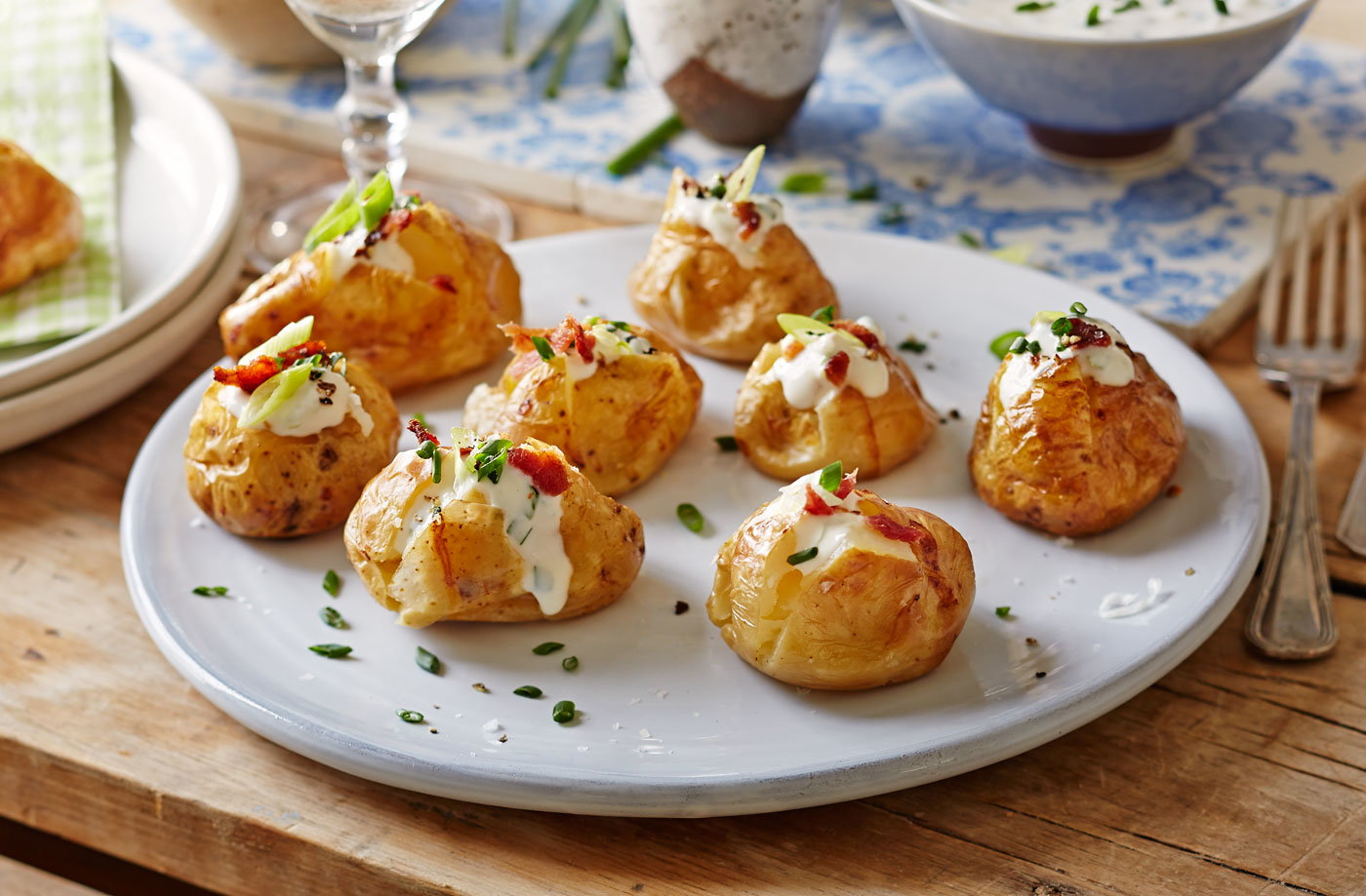 Baked new potatoes with spring onion sour cream and for Easy canape fillings