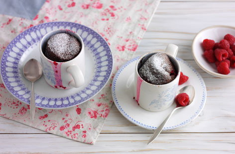 Malted hot chocolate and raspberry mug cake