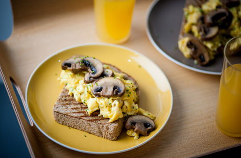 Mushrooms on toast, scrambled eggs and mushroom ketchup(h)