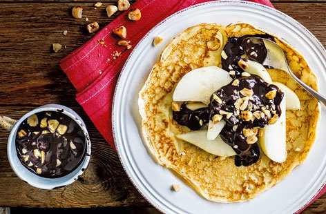 This pear, chocolate and hazelnut topping will make your perfect pancakes even better!
