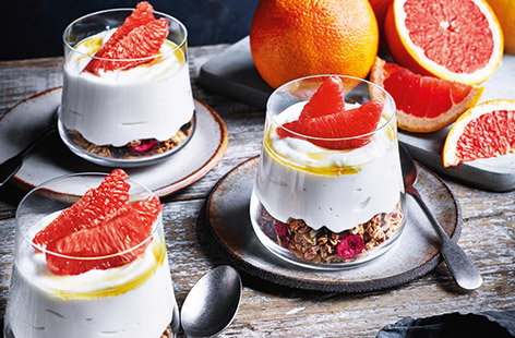 For a stunningly simple healthy breakfast recipe, look no further than these pink grapefruit breakfast pots