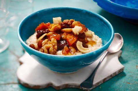 Porridge with fruit and nuts