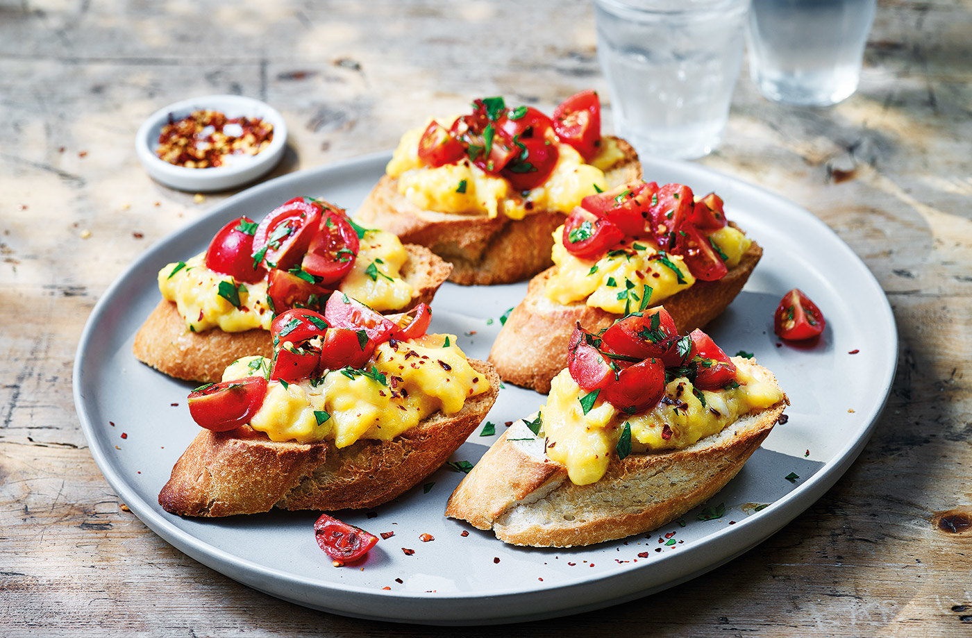 Scrambled egg baguette toasts recipe