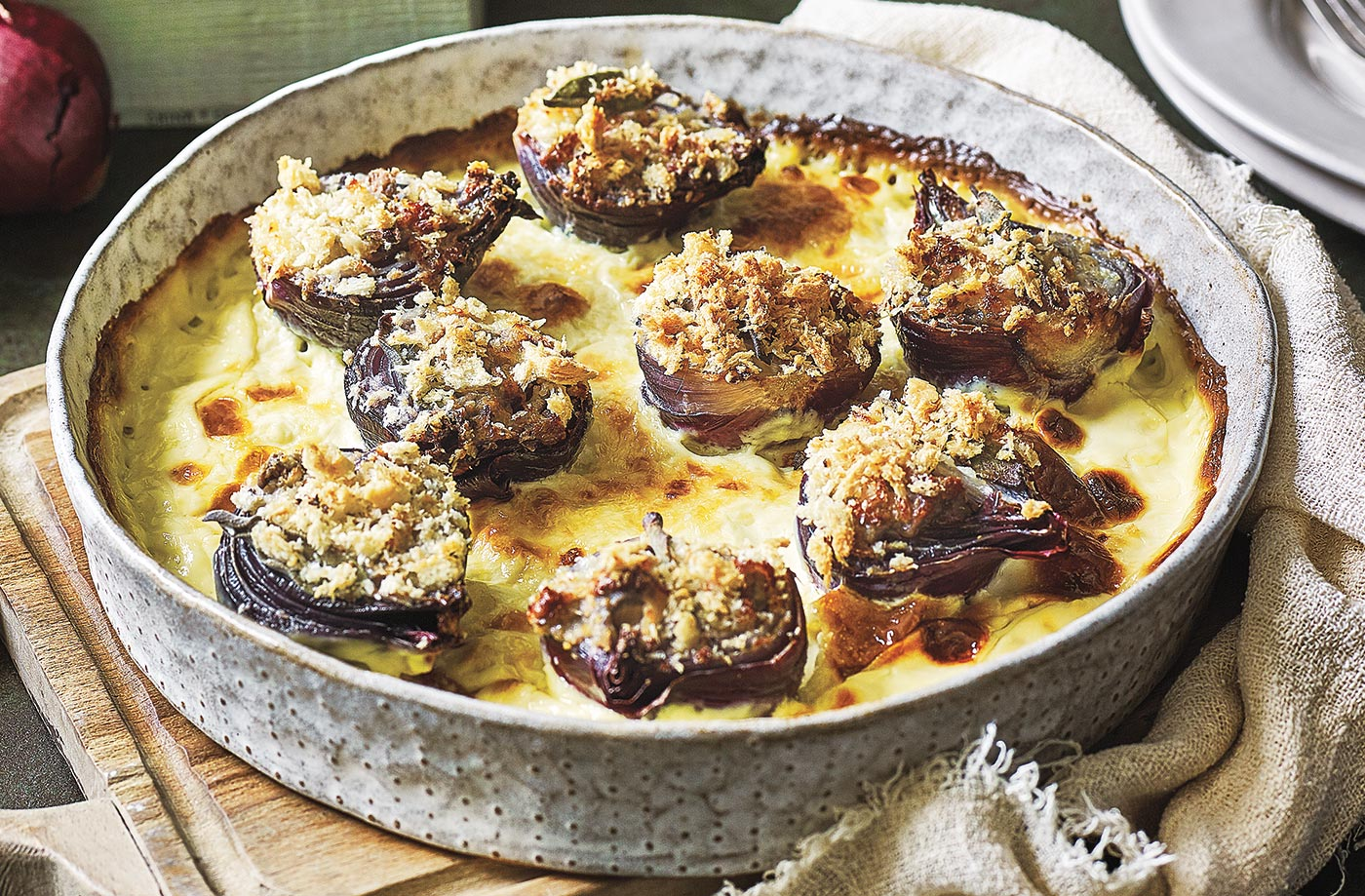 Baked onions with cream, garlic and anchovies recipe