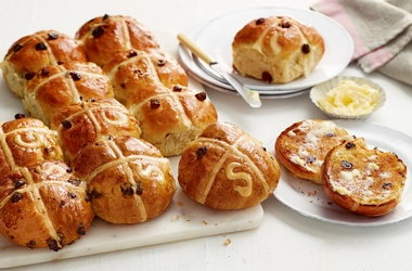 Linda's 'handwritten' hot cross buns