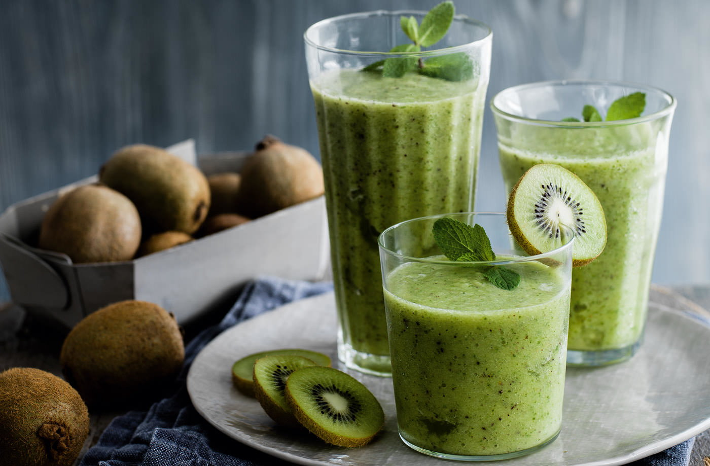 Kiwi, mint and pineapple smoothies recipe