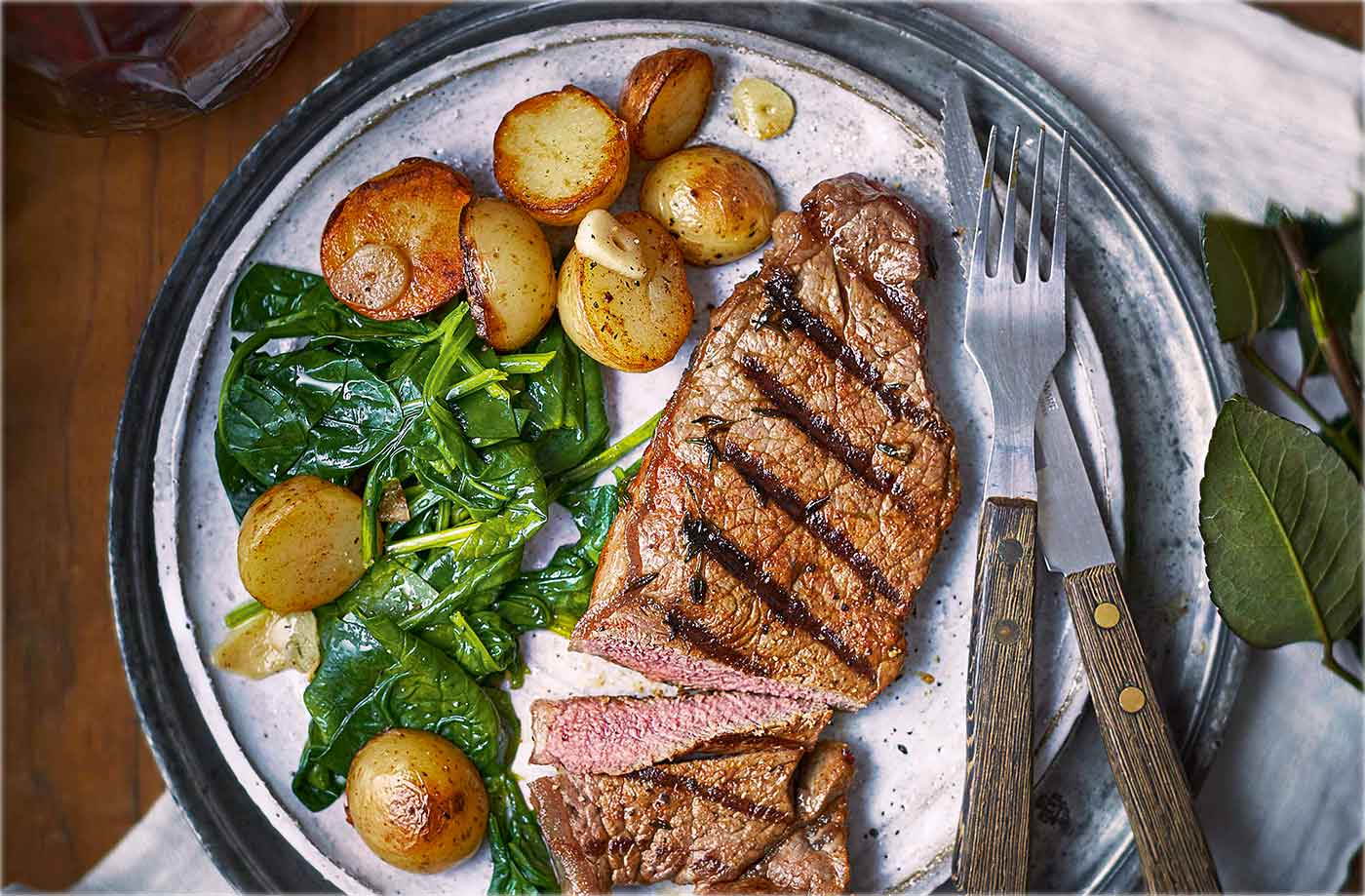 Paprika and thyme steaks with sautéed potatoes recipe