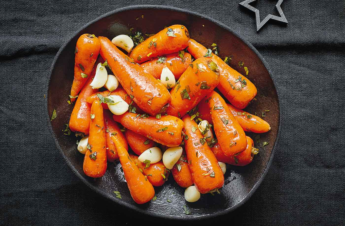 Whisky-glazed carrots with garlic and tarragon recipe