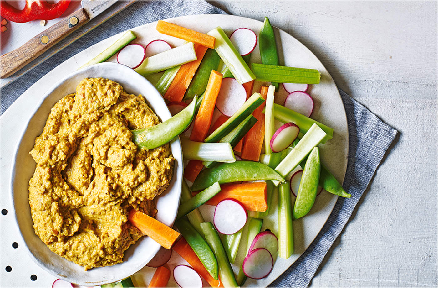 Roasted pepper and za'atar houmous with crudités recipe