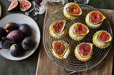 Fig, yogurt and honey tartlets