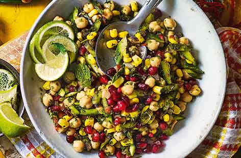 Spicy-sour chickpea chaat
