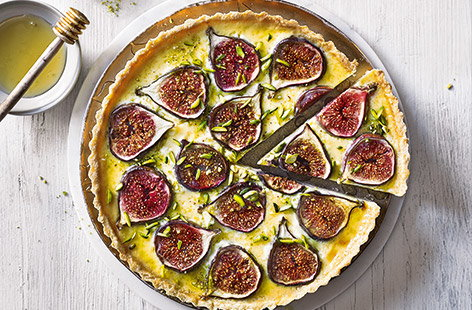 Baked fig and custard tart