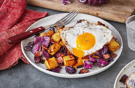 Baked red cabbage, bacon and potato hash