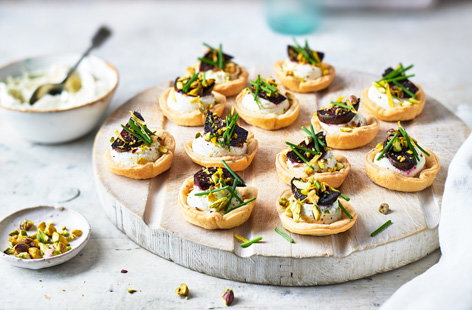 When feeding a crowd, it helps to have a few easy-assembly dishes up your sleeve. These colourful beetroot cups make delicious party nibbles or bites to share as part of a buffet and can be made ahead of time and assembled in moments