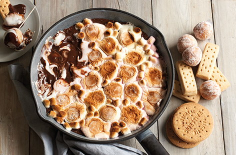 This moreish s'mores dip is the perfect treat to share on Bonfire night or as a TV-night snack.