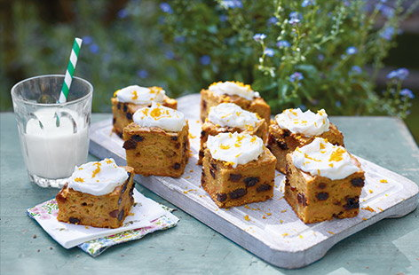 This healthy bake has all the classic flavour of an indulgent carrot cake recipe, but makes a healthy treat for kids and adults alike, as the cake is sweetened with apple, banana and sultanas and cut into snack-size squares.