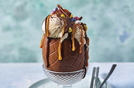 Chocolate and caramel Easter sundae