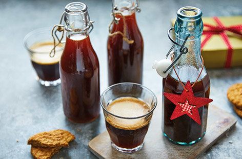 Add a festive touch to your favourite drinks and desserts with this easy  gingerbread syrup, made with classic Christmas spices and delicate vanilla