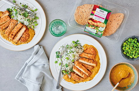 Whip up a family friendly vegan dinner in just 30 mins with this vegan katsu curry recipe. Blitz together a simple sweet and spicy katsu sauce and serve with crispy Tesco Plant Chef Southern Fried Fillets and herby rice.