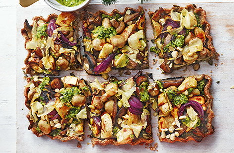 With all the flavours of classic nut roast, this vegan nut and mushroom roast tart with homemade pesto drizzle is the ideal easy vegan Christmas dinner.
