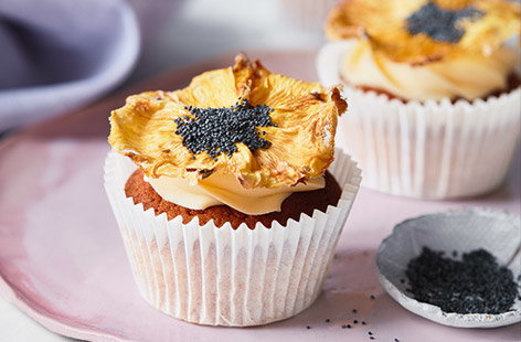 Pineapple 'sunflower' cupcakes